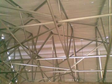 rangka baja ringan plus alumunium sheet.
