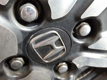 di baut roda sama emblem plastik