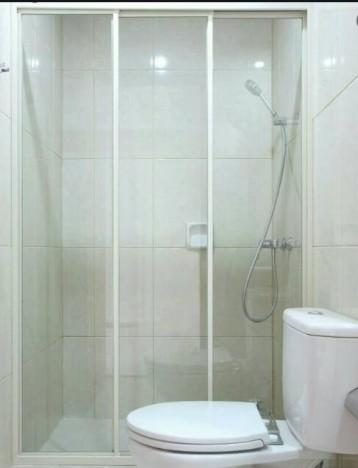 kaca pemisah kamar mandi